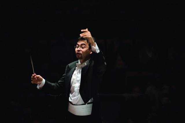 Заслуженный коллектив России под управлением Алана Бурибаева на сцене Санкт-Петербургской филармонии