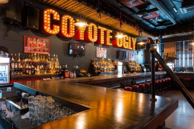 Вечеринка «Для тех, кто в танке» в Coyote Ugly Bar