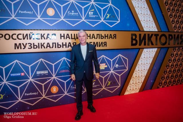 Олег Газманов рассказал, что не покупает настоящую елку