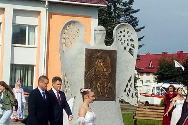 """В белорусских Белыничах открыли скульптурную композицию """"Явление иконы"""""""