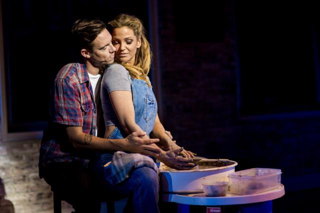 Театральная компания «Стейдж Энтертейнмент» готовит представить мюзикл «Привидение»