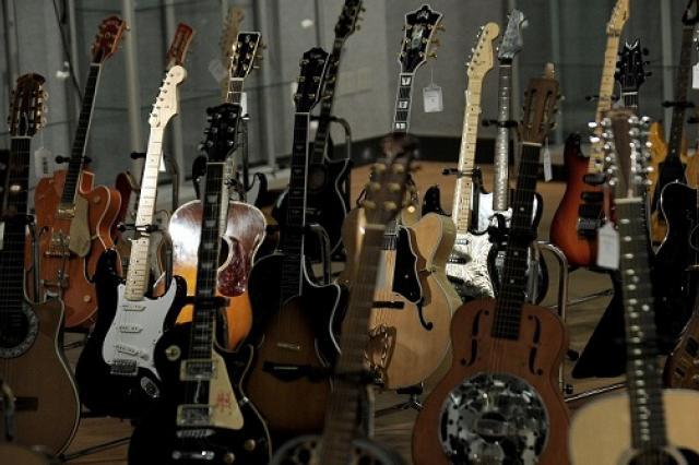 В Нью-Йорке на аукционе продано около 300 редких гитар за $1,3 млн