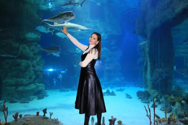 Ольга Кузьмина и Глафира Тарханова на празднике Всемирного дня моря в «Москвариуме»