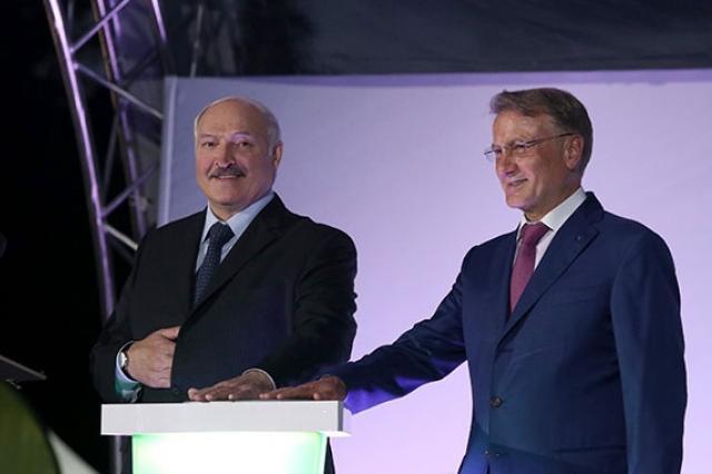 Александр Лукашенко и Герман Греф открыли в Минске светомузыкальный фонтан