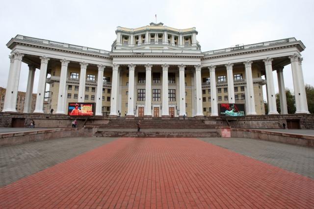 """""""Дамы и гусары"""" впервые выходят на сцену Театра Российской армии"""