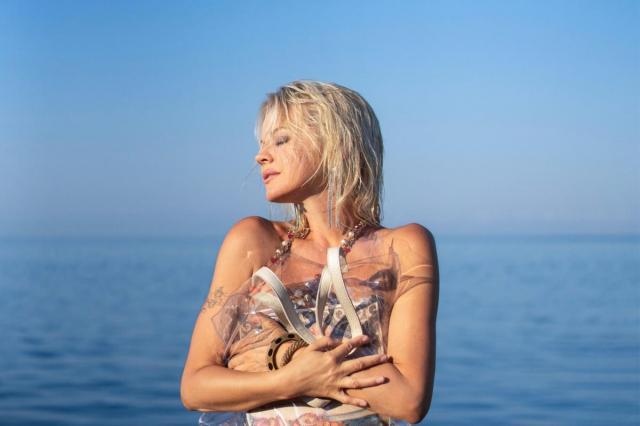 Ирина Ортман воплотила образ поп-Культуры 80-х в сингле «Хочу»