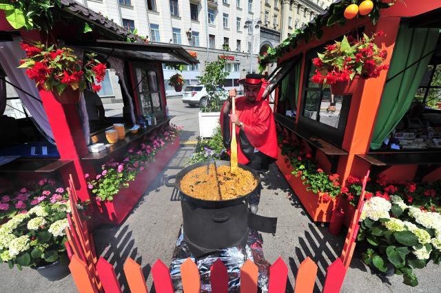 В День города москвичей угостят едой из кинофильмов
