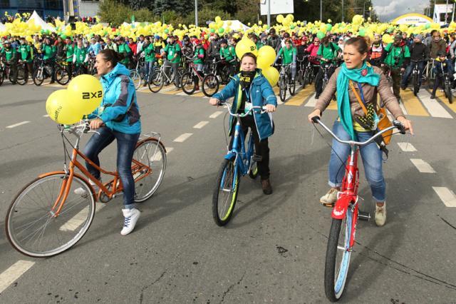 15 тысяч человек проехали по центру Москвы на велосипедах, роликах и скейтбордах