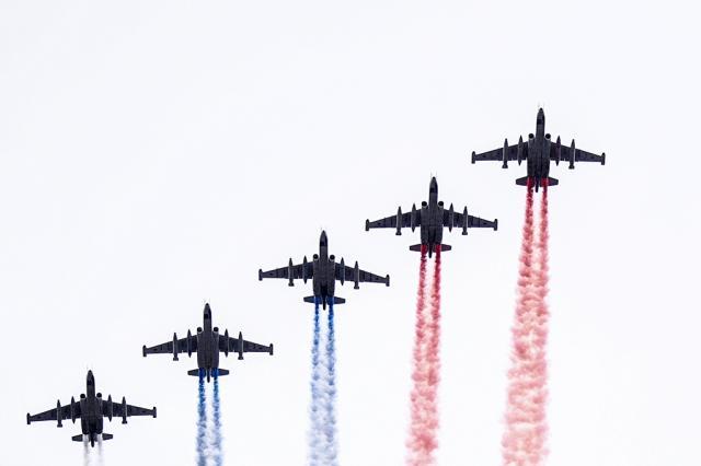 В Москве прошел авиационный парад в честь Дня Победы