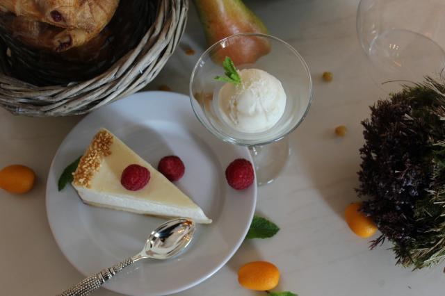 Летние десерты в кафе «Пироги Вино и Гусь»