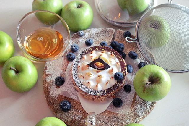 Медово-яблочные десерты в кафе «Пироги Вино и Гусь»
