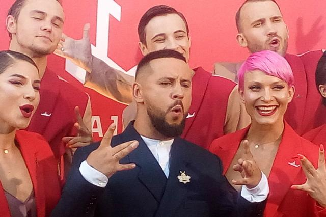 "Лайма Вайкуле представила на своем фестивале ""дивертисмент""."