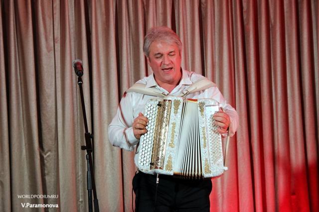 Валерий Сёмин представил концерт «Новогодний дивертисмент»