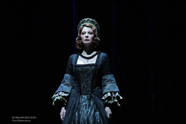 Все поколения артистов Вахтанговского Театра в грандиозной премьере спектакля «Театр»: «Но вымысел нас погружает Туда, где прячутся мечты…»