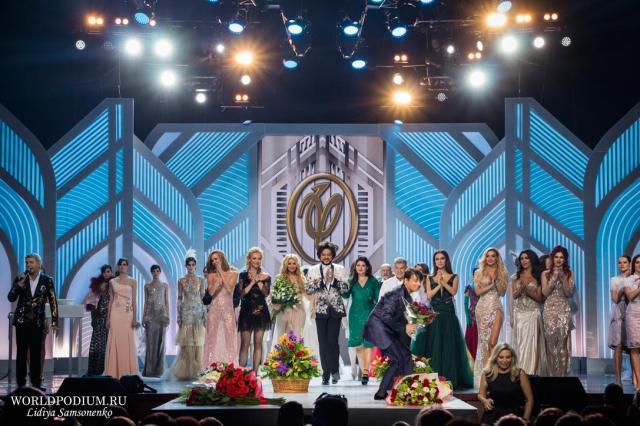 Традиционное праздничное шоу Валентина Юдашкина в Международный женский день