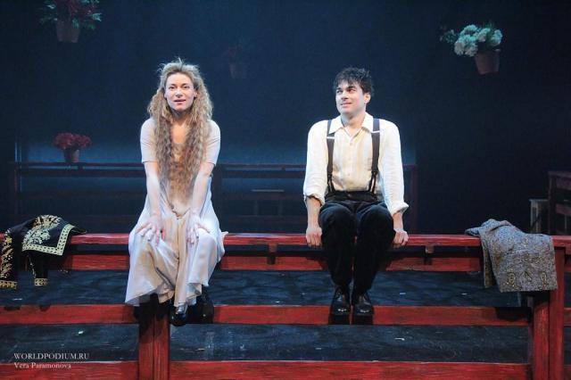 Прекрасная и прелестная «Дурочка» на Новой сцене Театра Вахтангова: «Чувства кажутся бледнее, когда заключены в словах!»