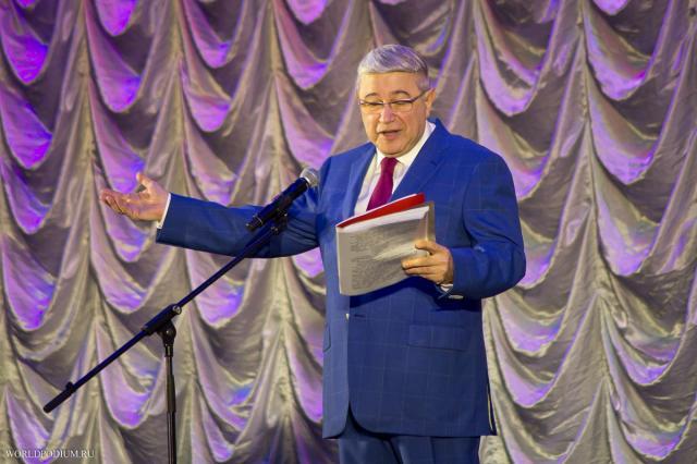 Евгений Петросян 55 лет на эстраде: «Неизменным, без сомненья, остаётся лишь уменье - искренне смеяться надо собой!»