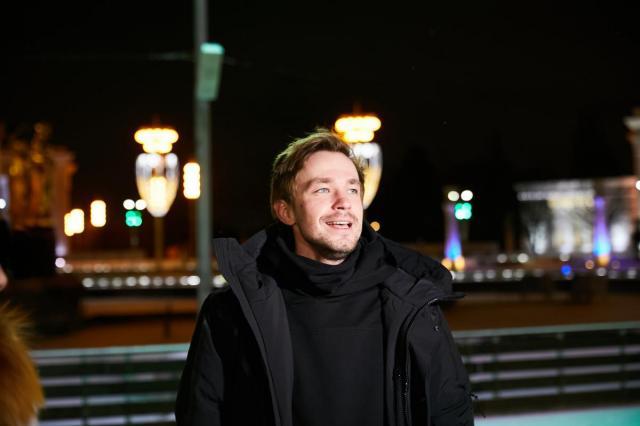 Александр Петров  принял участие в специальном праздничном  мероприятии на катке ВДНХ