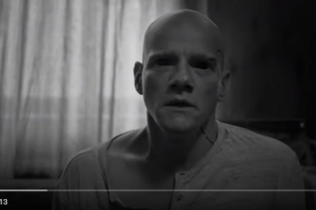 Юрий Колокольников сыграл инопланетянина в новом клипе группы Мумий Тролль «Космические силы»