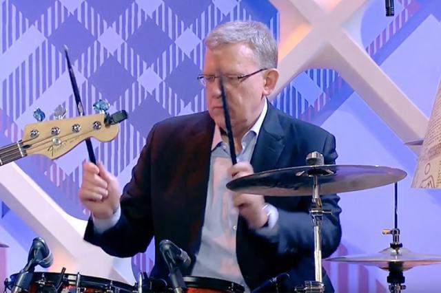 Кудрин сыграл на барабанах под песню про план Кудрина