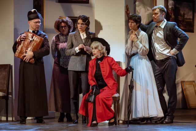 «Как важно быть серьёзным» в Театре Маяковского: «В последнее время я заметила за Вами пагубную привычку – самостоятельно мыслить»