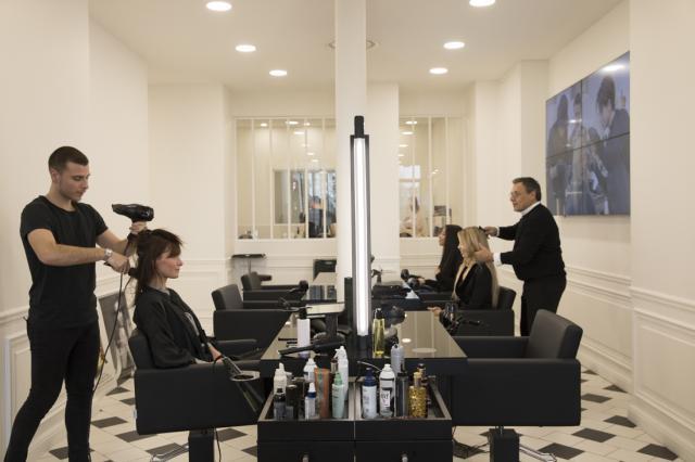 L'Oréal поддержит возобновление работы салонов красоты в России
