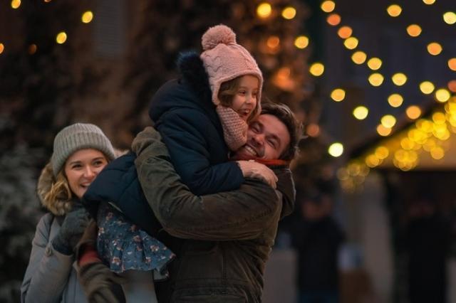 «Своди папу в кино!» - поздравительный ролик от Саши Петрова и Виты Корниенко