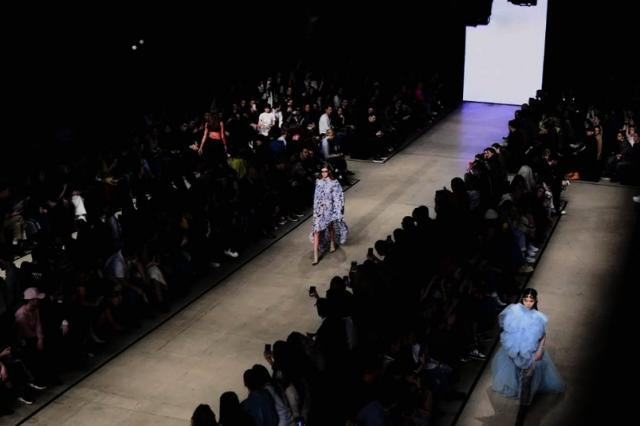 Неделя моды Mercedes-Benz Fashion Week Russia уходит на карантин из-за коронавируса