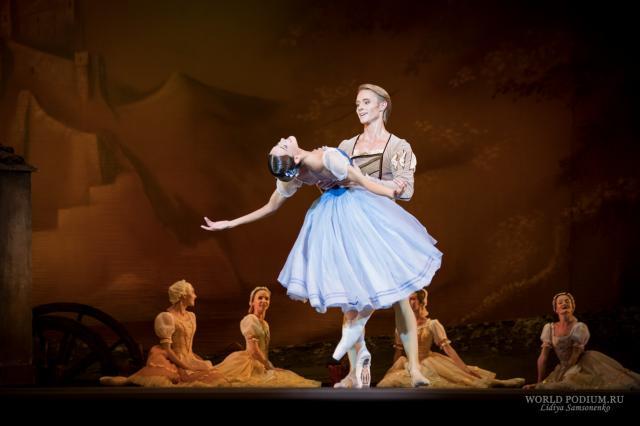 Будущие балерины поддержали Матильду