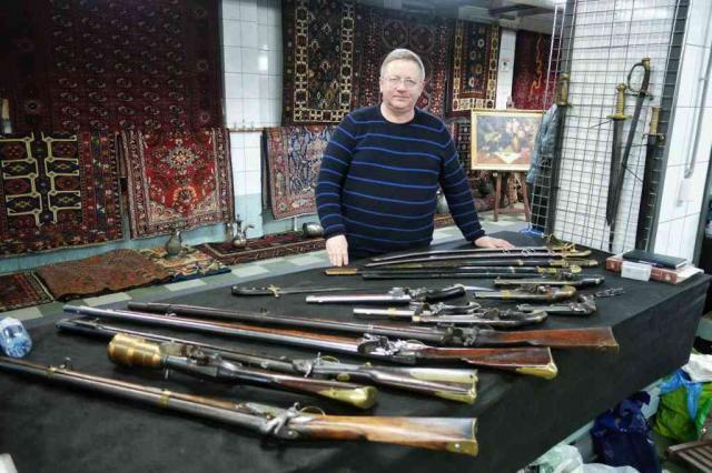 Шедевры оружейного искусства покажут на майском слете коллекционеров
