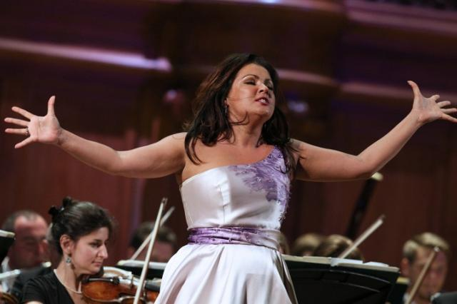 Анна Нетребко выступила с дебютным сольным концертом в Метрополитен-опера в Нью-Йорке