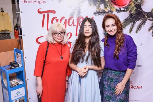 Ляйсан Утяшева и Полина Богусевич помогли собрать деньги на операцию 13-летней девочки