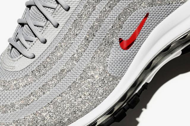 Nike усыпал кроссовки стразами