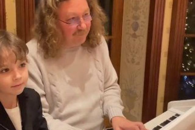 Игорь Николаев сыграл на рояле в дуэте с сыном Галкина и Пугачевой