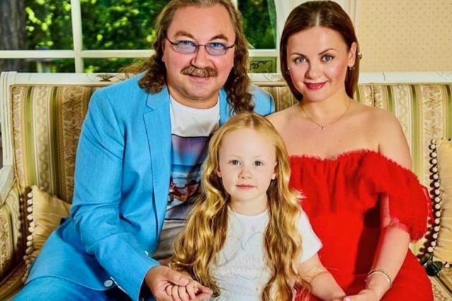 Игорь Николаев запечатлел четырехлетнюю дочку в пышном платье из шифона с «возлюбленным»