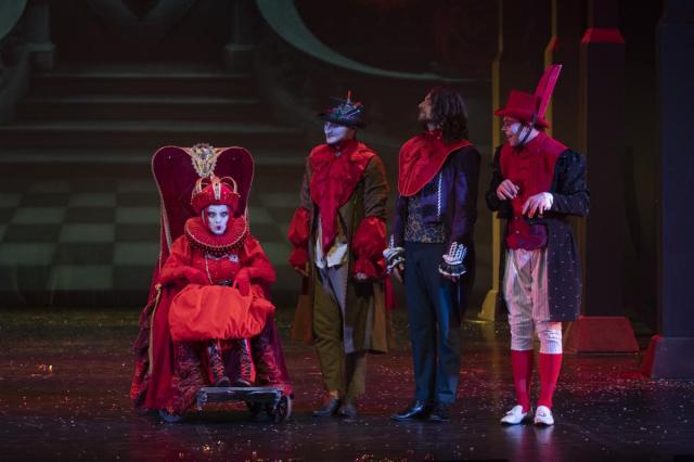 Премьера спектакля «Алиса в стране чудес» Губернского театра и Фонда Сергея Безрукова