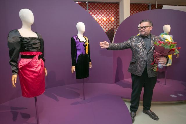 Александр Васильев представил выставку «Гламур 80-х»