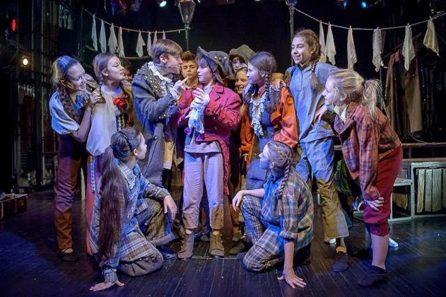 Детский музыкальный театр юного актера представляет спектакли на сцене Московского Мюзик-холла