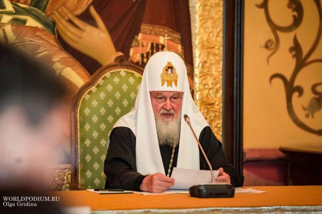 Патриарх Кирилл в Рождество посетил больницу и обратился к верующим