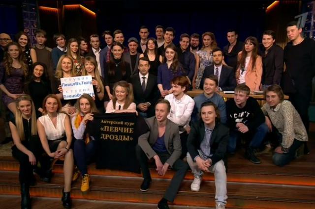 Дмитрий Певцов и «Певчие Дрозды» в гостях у «Вечернего Урганта»