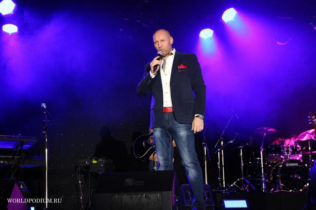Новинки Радио Шансон: Виталий Аксёнов с композицией «Прорвёмся»!