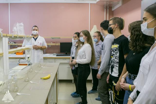 Научные организации пяти регионов России представили школьникам разработки в области генетики и медицины
