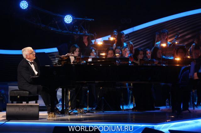 Раймонд Паулс сделал ряд неожиданных признаний на концерте в Таллине