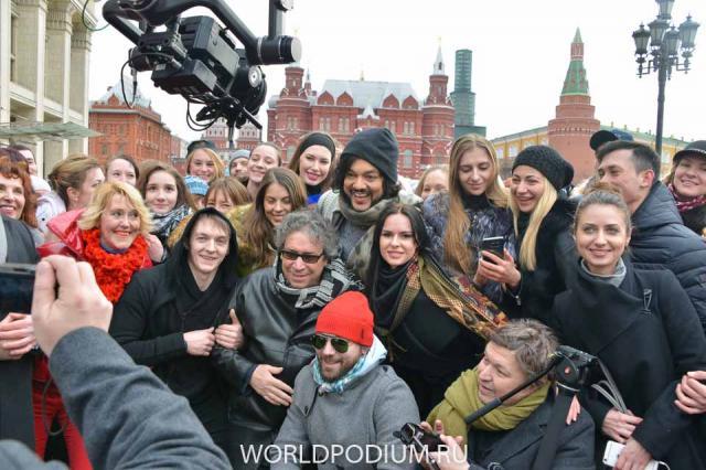 Флешмоб с участием Филиппа Киркорова на Манежной площади