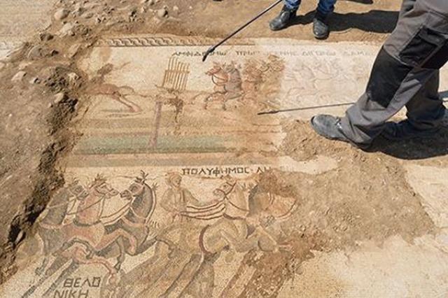 На Кипре обнаружена десятиметровая римская мозаика с изображением скачек
