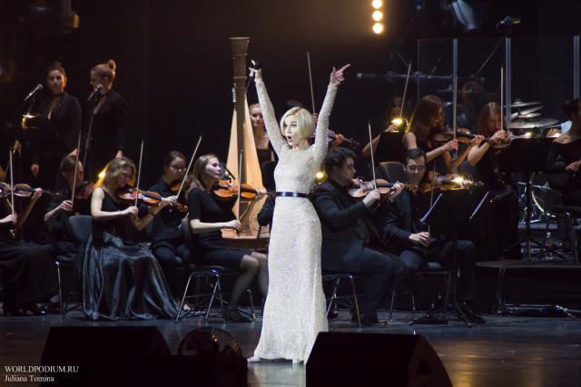 Полина Гагарина с триумфом представила в Кремле шоу «Полина»