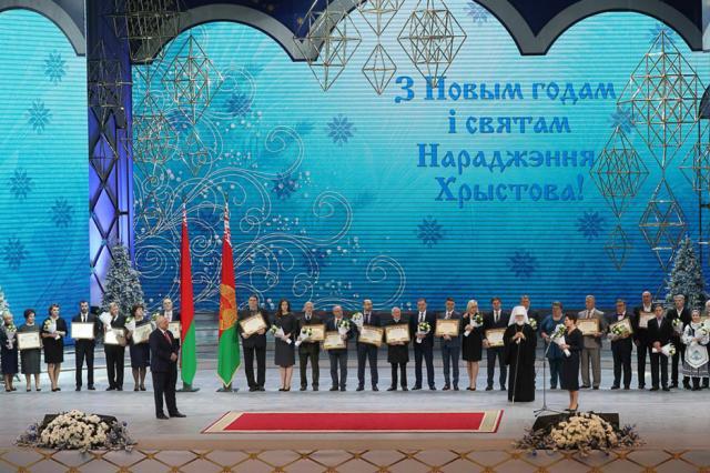 """Александр Лукашенко присудил премии """"За духовное возрождение"""""""