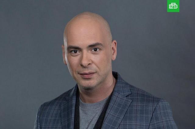 Новым соведущим Леры Кудрявцевой в программе «Звёзды сошлись» на НТВ станет Антон Привольнов
