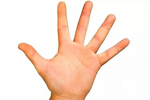 Ученые рассказали, почему люди хрустят пальцами