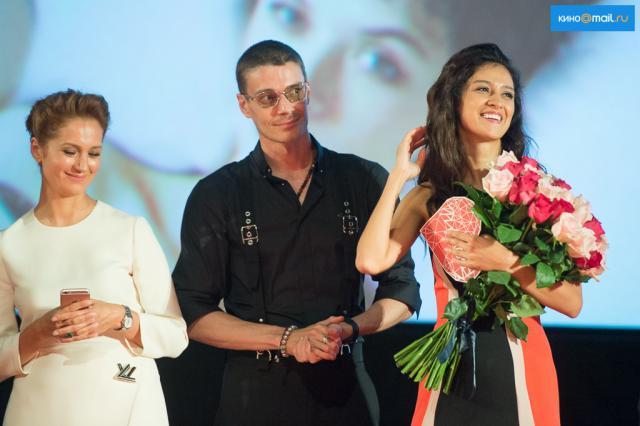 Равшана Куркова отметила день рождения на премьере фильма